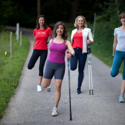 Упражнения при занятиях скандинавской ходьбой